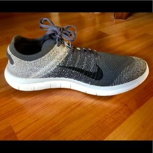 ⬛️⬜️NIKE Free 4.0 Flyknit Athletic Sneakers ⬜️⬛️
